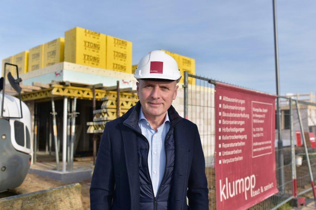 Geschäftsführer Jürgen Klumpp des Bauunternehmens Klumpp Bau GmbH aus Gernsbach. Wir sind tätig in den Landkreisen Baden-Baden, Karlsruhe, und Rastatt. Wir freuen uns auf Ihre Anfrage!